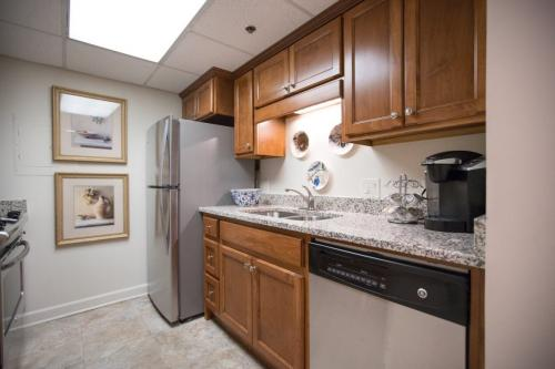 kitchen-dishwasher-refrigerator